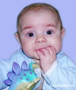 Как отучить ребенка сосать палец ?