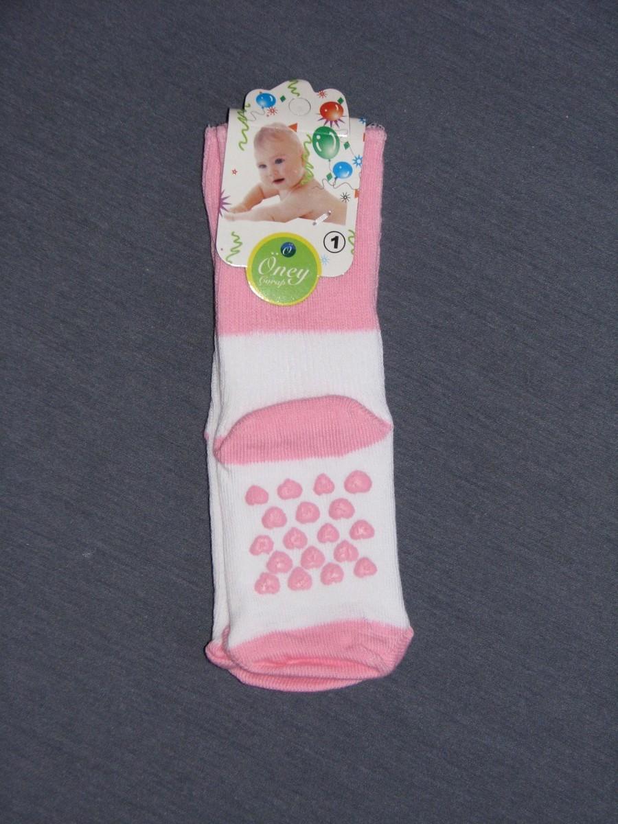 Ребенок ходит на носочках фото