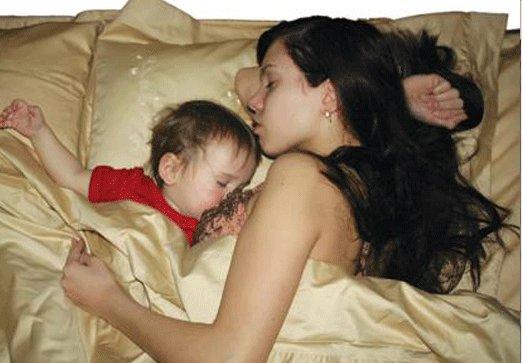 фото мать спит с сыном