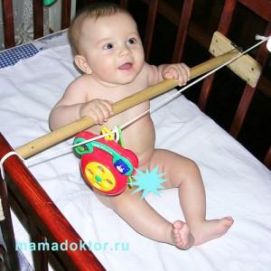 Когда ребёнка можно сажать в ходунки